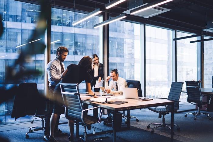 7 syytä hoitaa yritysten välinen viestintä sähköisellä alustalla